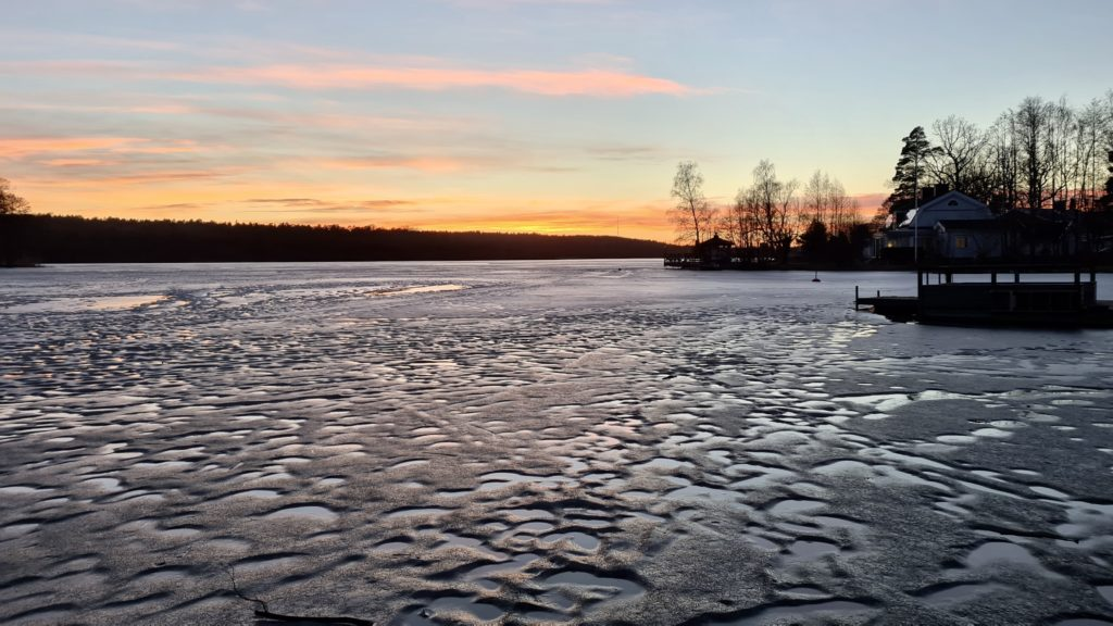 Frozen lakes in the evening 2021 by Ingemar Pongratz
